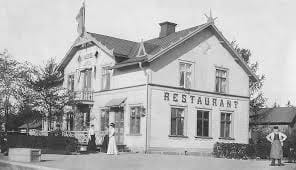 Järnvägshotellet i Valskog. Huset revs på 60 talet. Stod där Bras Värme Butiken ligger idag.