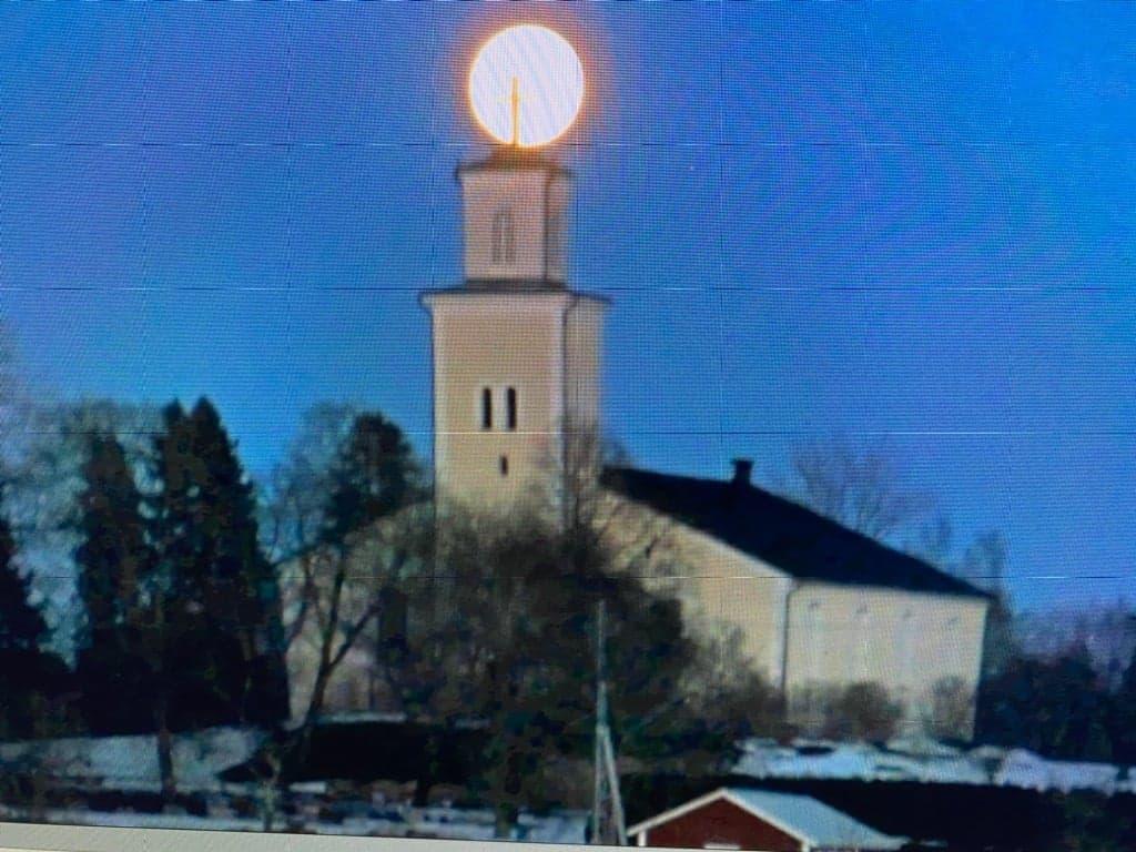 Björskogs kyrka i vinterskrud